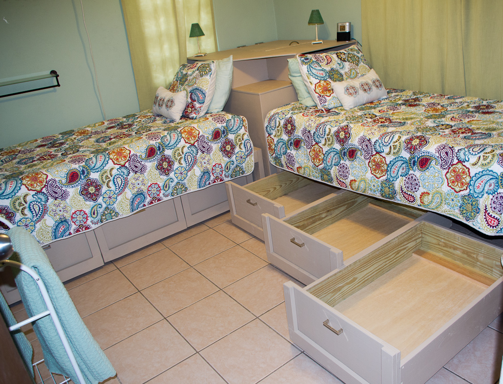 Pura vida rooms - Furniture for small bedrooms keep space under control ...