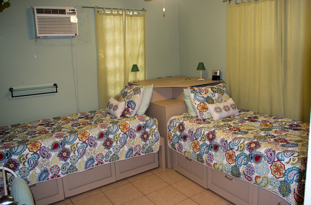 Pura vida rooms for Room design 2 twin beds